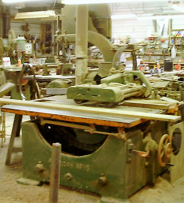 """American"" Staight Line Rip Saw 25hp belt drive, 16-20 saw"