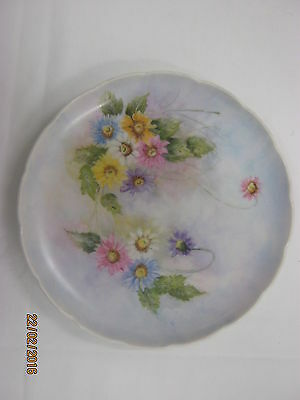 China painted round plate (21 cm) - floral with daisies design