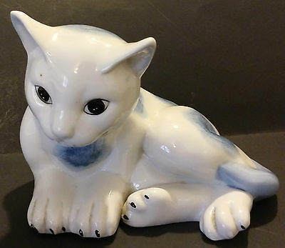 Flambro Countryside Collection Blue & White Porcelain Cat Figurine - Taiwan Roc