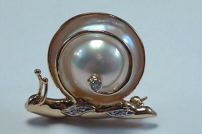 """14K Yellow Gold Mother of Pearl and Diamond """"Snail"""" Brooch/Pin"""
