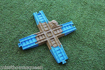 Thomas The Tank Engine Trackmaster TOMY 4 Way  Crossing Track with Converters