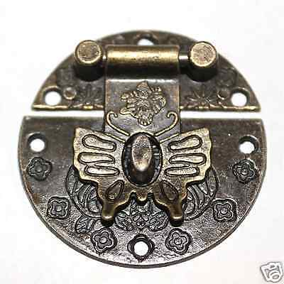 Single 39mm diameter bronze tone alloy box catch with butterfly shaped latch