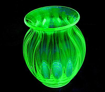 LOVELY LARGE WIDE HEAVY THICK GLASS VINTAGE URANIUM GREEN GLASS VASE 22cm HIGH