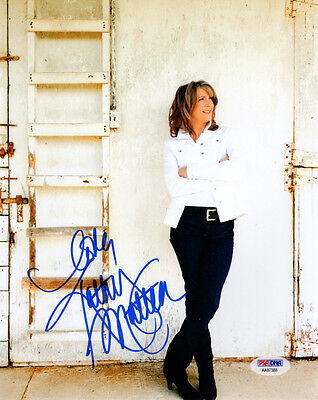 KATHY MATTEA SIGNED AUTOGRAPHED 8x10 PHOTO COUNTRY MUSIC FAVORITE PSA/DNA