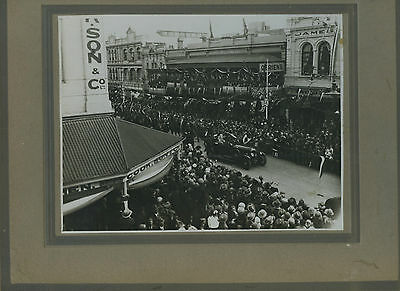 1927 Board Photo Duke & Duchess Of York (Queen Mother) Visit Adelaide O25