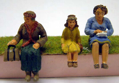 O Scale Unpainted Models Kit 3 Seated Women OF23