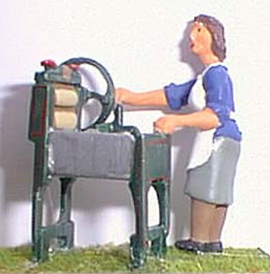 O Scale Unpainted Models Kit Woman & Mangle 1940/50's OF14