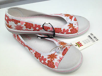 BNWT Older Girls or Ladies Sz 5 Rivers Doghouse Pink White Canvas Shoes RRP $30