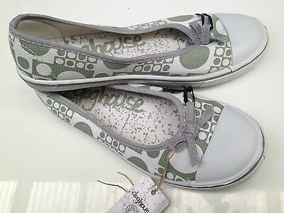 BNWT Older Girls or Ladies Sz 5 Rivers Doghouse Teal White Canvas Shoes RRP $30