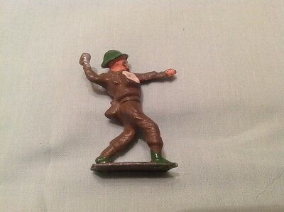 Hollow Lead Soldier Throwing Grenade, Crescent toys (my Ref red 696)