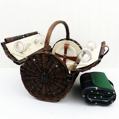 Stamford 4 Person Wicker Picnic Basket with Traditional Style Green Blanket
