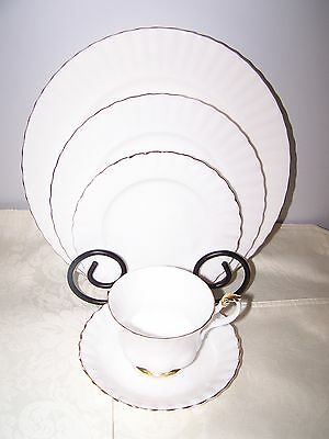 Beautiful Royal Albert Val D'or 5 Piece Place Setting - White With Gold Trim