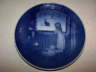 1982 Royal Copenhagen Denmark Christmas Plate - Waiting For Christmas