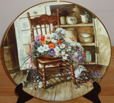 "COUNTRY CUTTINGS 8.5"" collector's plate w/Cat Kittens and basket of Flowers"