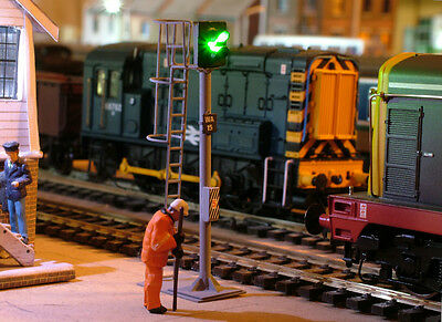 So12Hc - New Cr Signals Oo Gauge 2 Aspect Home Led R/g Signal With Safety Cage