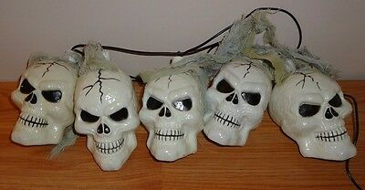 Halloween SKELETON SKULLS String of 5 Lights blinking colors battery operated
