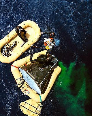 Dick Gordon Gemini 11 Astronaut Boards A Recovery Helicopter 8X10 Photo (Bb-828)