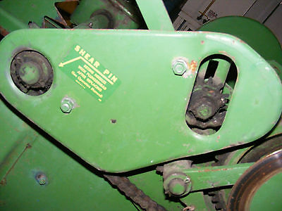 John Deere  24T Baler ---   shield ---