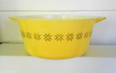 Vintage Pyrex, milk glass TOWN & COUNTRY 1.5 QUART CASSEROLE  474B GOOD COND