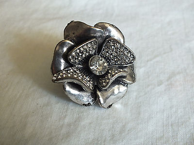 Beautiful Silver Tone Cocktail Ring Stretch Chunky Clear Rhinestones Flower NICE