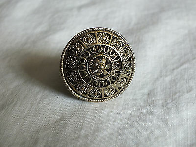 Beautiful Gold Tone Cocktail Ring Stretch Chunky Filigree 1 3/8 Face NICE