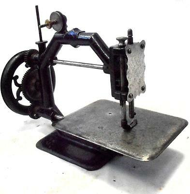 PRECIOSA y antigua maquina de coser Johnson OCTOGONAL  rare sewing machine