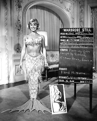 "Doris Day In A Wardrobe Still From ""The Glass Bottom Boat"" - 8X10 Photo (Bb-908)"