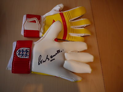 Peter Bonnetti Signed England Goalkeepers Glove