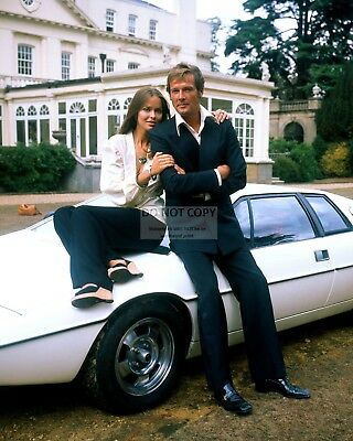 "Roger Moore Barbara Bach ""the Spy Who Loved Me"" - 8X10 Publicity Photo (Op-017)"