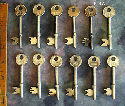 Premium Set Lot Antique Skeleton Keys From London - Wedding Steampunk Collection