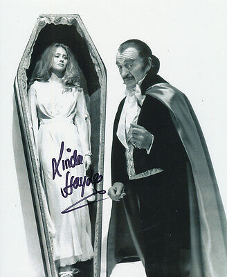 Linda Hayden In Person Signed Photo - A437 - Vampira