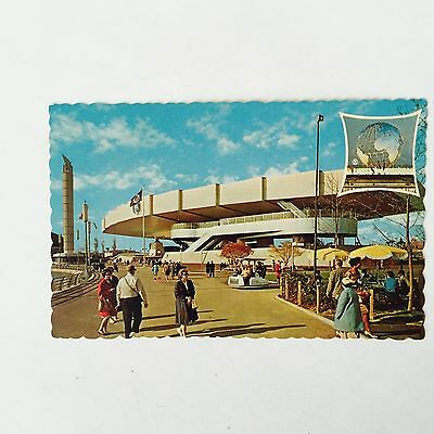 VINTAGE Postcard NEW YORK WORLDS FAIR 1964-1965 BELL TELEPHONE PAVILION Unposted