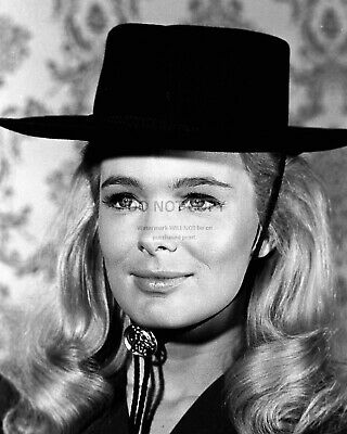 """Linda Evans In The Abc Tv Series """"The Big Valley"""" 8X10 Publicity Photo (Nn-159)"""