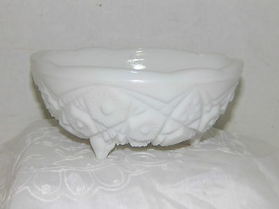 Clearanca Vintage Hazel Atlas 7 inch Milk Glass Quilt Pattern 3 Leg Bowl Dish 13
