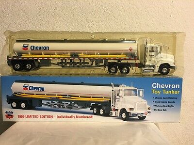 1999 Chevron Toy Tanker Diecast Truck NEW IN THE BOX