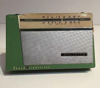 Vintage Retro Green Standard SR-G107 2 Band 7 Transistor Portable Radio