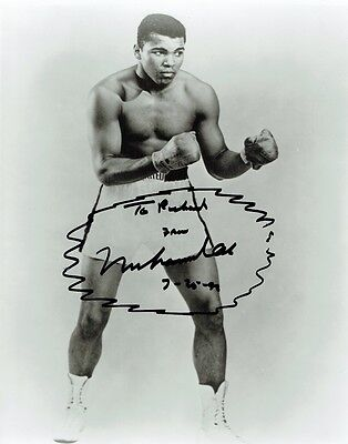 MUHAMMAD ALI - Signed Vintage photograph with inscription