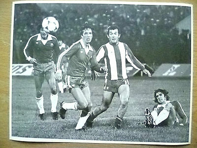 Org Press Photo-1981 WC Qualifying CHILE v PARAGUAY; Players in Action to Goal