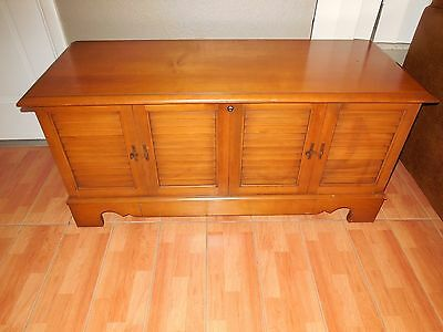 Vintage Lane Mid Century Sweetheart Chest/Trunk w/o key  ~ GOOD CONDITION