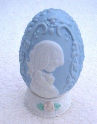 Vintage Precious Moments Easter 1996 Blue Egg Stand Wait Patiently Upon The Lord