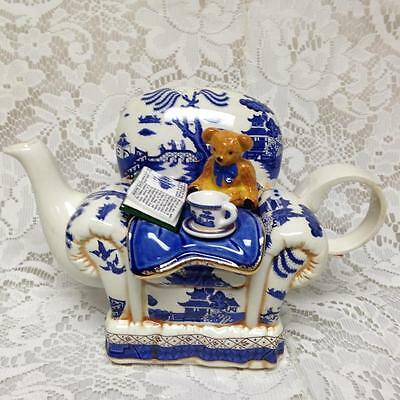 Royal Doulton, Cardew Design, Blue Willow Large Figural Teapot 8.5inx5.5inx5in