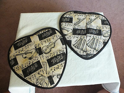 Collectible Pot Holder Set 2 Musical Instruments Black Off White Gold 9 Inch WOW