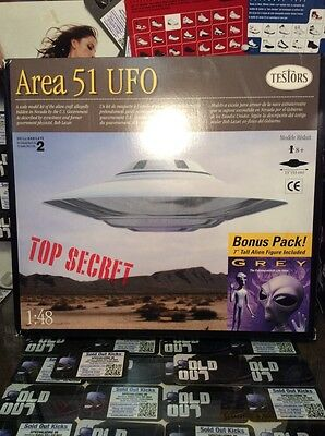 "Area 51 1/48th Scale UFO with 7"" Tall Grey Alien Figure Bonus Pack"