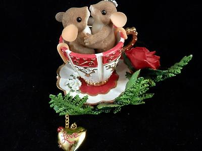 """Charming Tails """"Love Suits Us to a Tea"""" Kissing Mouse Couple Teacup No. 89/251"""