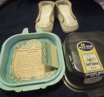 Vintage Wee Kids Baby Shoes -  White - Size 0 ORIGINAL PACKAGE FROM 1960'S