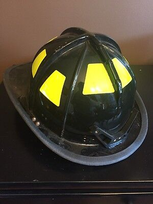 Cairns 1010 Fire Firefighter Helmet Black Excellent Used Condition