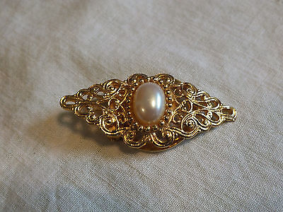 Collectible Scarf Clip Gold Tone Filigree Fx Pearl Cabochon Sign Specialty House