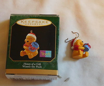 Hallmark Keepsake Christmas Ornament Honey of a Gift Winnie the Pooh with box