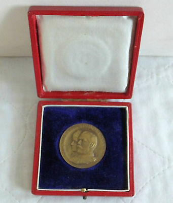 1911 CORONATION OF GEORGE V & QUEEN MARY 35mm BOXED BRONZE MEDAL - by a toft