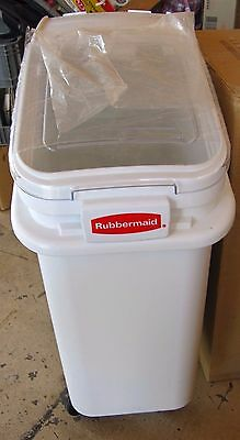 New Rubbermaid 3600-88 Prosave™ Ingredient Bin With 32 Oz Scoop - 2.8Cuft